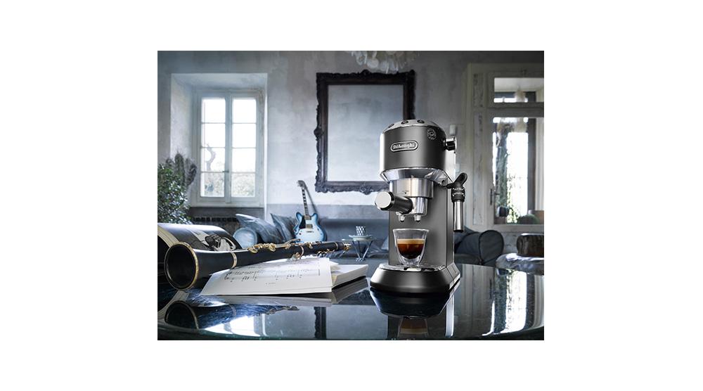 Delonghi dedica style charismatic black pump coffee machine ec685.bk features 1