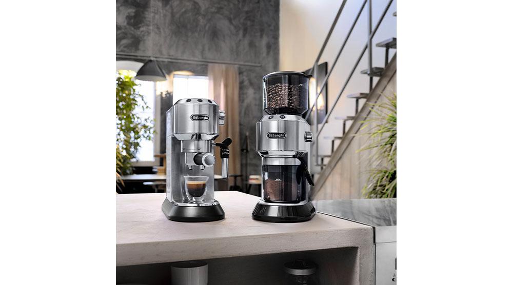 Delonghi dedica style charismatic black pump coffee machine ec685.bk features 12