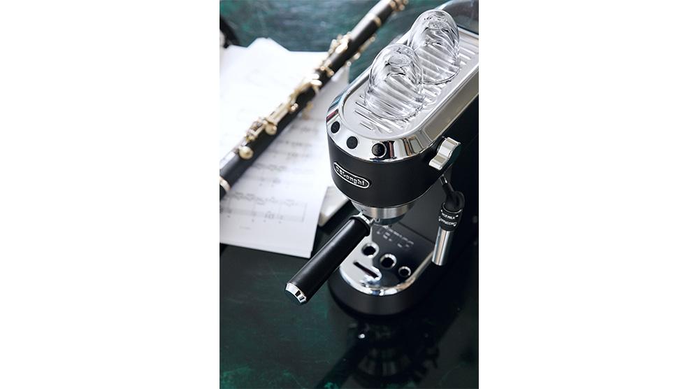 Delonghi dedica style charismatic black pump coffee machine ec685.bk features 3