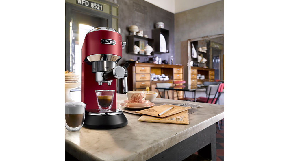 Delonghi dedica style red pump coffee machine features 2